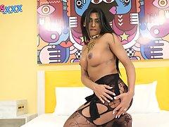 Gorgeous Daphynne Duarte Cums!